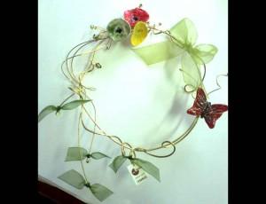 Στεφάνι ορείχαλκου με κεραμικά λουλούδια 3