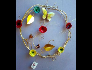 Brass hoop with ceramic flowers 1