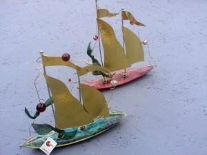 Ceramic board ship, brass