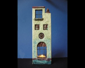 Ceramic house for candle 7.5x28
