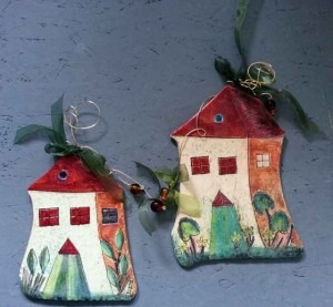 Ceramic houses for wall with brass wire